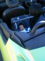 初オープンカーの子供