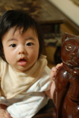 子供と寛次郎さんの猫の像