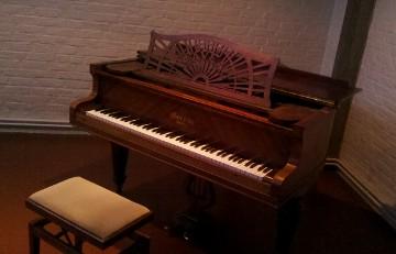1920年代製のガヴォーのピアノ