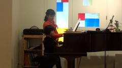 子供A(ピアノ)とゆうな(ペダル)の合奏?