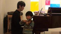 子供A(ヴァイオリン)とかずひこ(ピアノ)